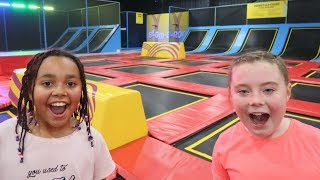 CRAZY TRAMPOLINE PARK CHALLENGE FUN - Toys AndMe | Family Fun video