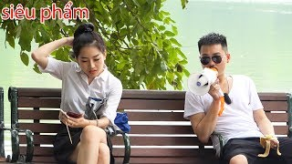 Loa phóng thanh 1 - Ăn đồ ăn bên cạnh gái xinh   Loud eating with megaphone - YouTube