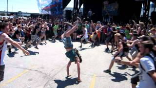Asking Alexandria Wall Of Death (Warped Tour Mississauga 2011)