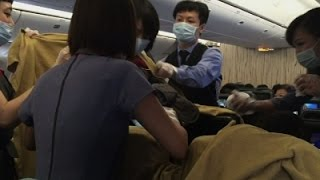 Raw: Doctor Delivers Baby On Flight From Taiwan