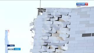 Аварийное здание «Арены Омск» активно разбирают строители