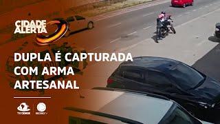 Dupla é capturada com arma artesanal e moto roubada