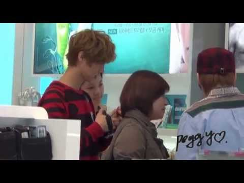 [Fancam] 121001 Luhan shopping @ Duty Free Shop in Incheon Airport