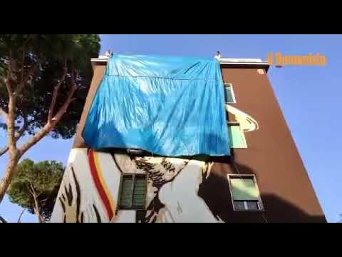 VIDEO - Tufello, svelato il murale voluto dalla Roma per Gigi Proietti