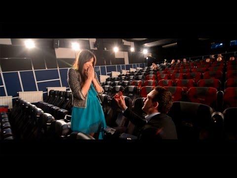 Сделать предложение любимой девушке в кинотеатре