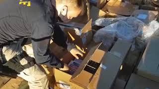 Carreta carregada com carga milionária de eletrônicos é apreendida pela PRF, em Rosário do Sul