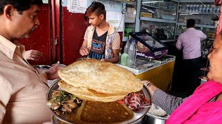 Chole Bhature ( 2 Piece ) @ 20 rs Only | Cheap & Best Street Food Lucknow