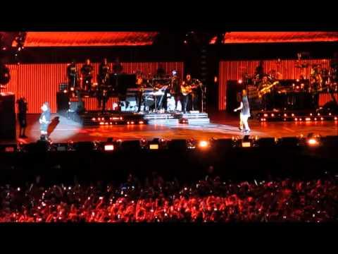 Baixar Eminem feat. Rihanna - Love The Way You Lie (Live at Metlife Stadium)