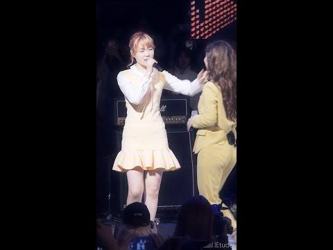 AKMU 이하이 노래 도중에 악동뮤지션 수현 출현! - Hi Suhyun 나는 달라 fancam @ 한국외대 16.5.24 by lEtudel