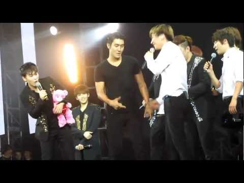 2012.4.28 Super Junior SS4 in Indonesia..end of concert..EXO-M & shirtless wet Siwon ~~