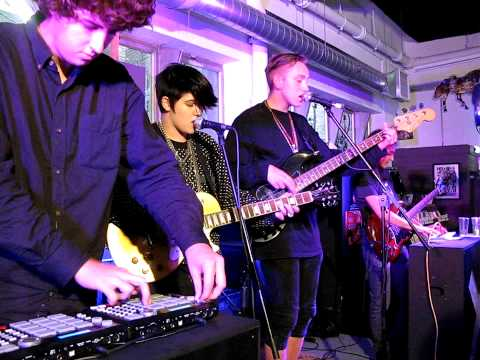 The XX intro + crystalised ROUGH TRADE London August 19 2009