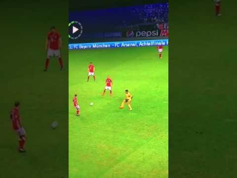 VIDEO: Chamberlain nổi giận với các đồng đội trong trận gặp Bayern