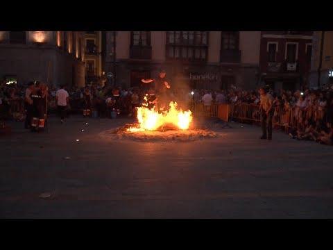 Jende asko bildu zen Tolosan San Joan suaren inguruan