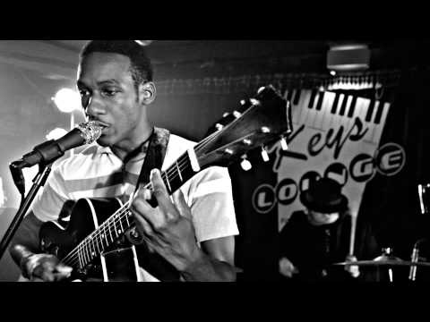 Leon Bridges Performs