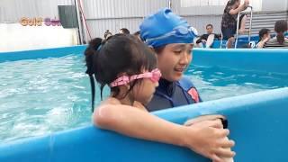 Bé Tập Bơi Blue Sea Học Bơi Tại Hồ Bơi - Gold Sea