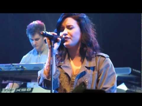 Baixar MY LOVE IS LIKE A STAR - DEMI LOVATO LIVE IN MANILA - SOUNDCHECK [HQ]