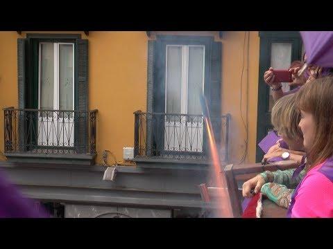 Tolosaldeko Emakume Feminista taldeko kideek  eman diete hasiera San Joan jaiei