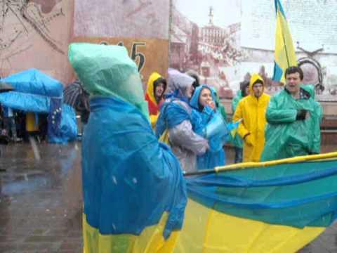 На чернівецькому Євромайдані студенти співали гімн