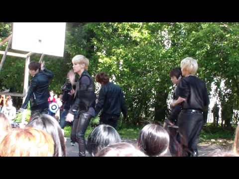 [20110907] SHINee dancing Lucifer (fan meeting in Won Kwang school, Moscow, Russia)
