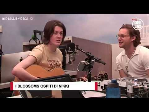 Blossoms - There's a Reason Why ( I Never Returned Your Calls) live at Radio Deejay