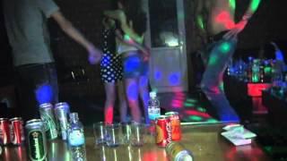 thác loạn tại quán karaoke