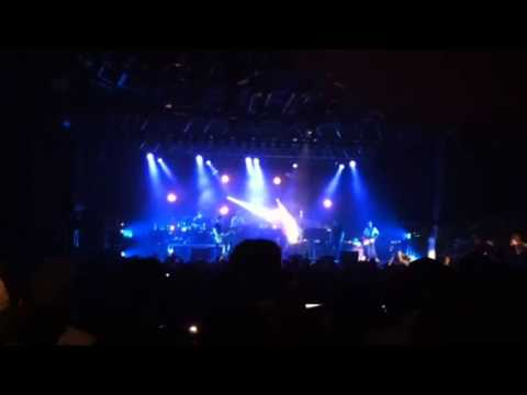 Counting Crows perform 'A Long December'