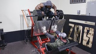 WORKOUT WITH KAI GREENE AT ZOO CULTURE