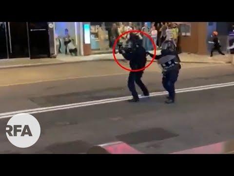 警察向示威者近距離射擊 | 示威者疑中彈倒地,同伴回頭相救