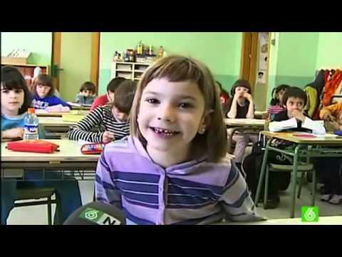 Niña Terrorista Quiere Destruir Su Escuela