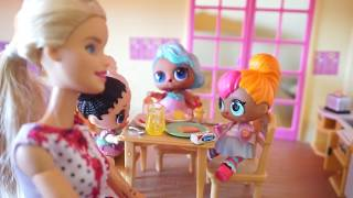 LOL SURPRISE DOLLS Morning Routine BARBIE Makes Breakfast For LOL SURPRISE DOLLS