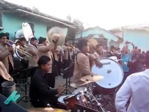 Banda Show Filarmonica LLipa en la Fiesta de Paria Wilcahuain-Huaraz 2013