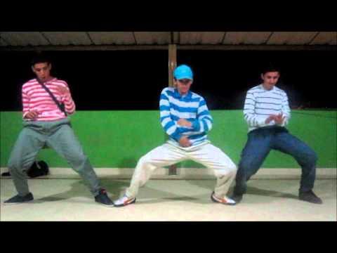 Bailando Reggaeton TrioFactoria