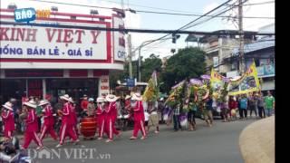 [Báo 24h] Đám tang kỳ lạ ở Tiền Giang, dân đứng xem chật đường