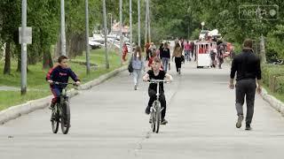 Родителей несовершеннолетних ждут штрафы за катания во взрослом парке на мопедах