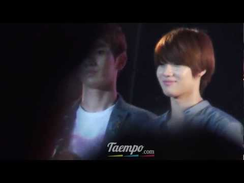 l2O8l8 sweet faced Taemin (focus) with Key fancam @ $MT0WN fanmeeting
