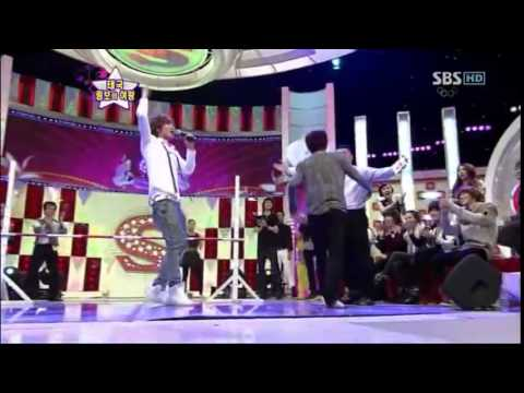 Minho and Eunhyuk do the limbo