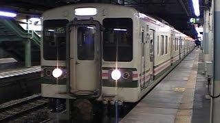 夜のJR高崎駅を発車する信越線151M普通横川行き107系