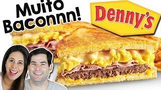 Café da manhã americano: muito Bacon no Dennys.