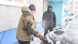 В морозы тысячи омских водителей пытаются прогревать свои машины разными способами