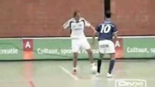 Video bóng đá- Tuyệt kĩ của bóng đá trong nhà - Bóng đá.flv