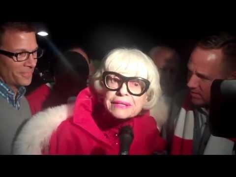 Carol Channing Flirting with Mayor of Palm Springs at Christmas Tree Lighting