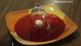 Stavio je svijeću na sredinu tanjura, a onda u njega istresao crveno vino. Krajnji rezultat nas je ostavio BEZ TEKSTA! (VIDEO)