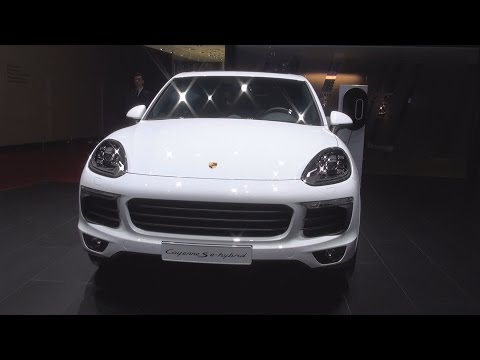 Porsche Cayenne S E-Hybrid Platinum Edition (2017) Exterior and Interior in 3D