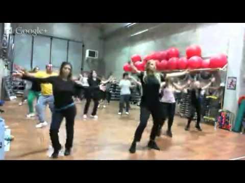 Monya fitness Giwa Salsa, bachata, kizomba, latin dance pop shakireggiante condito con cardio e fit