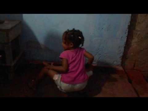 Baixar Natiele de 4 anos dançando quadradinho de 8