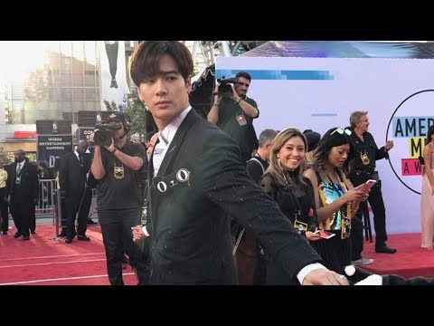 Snoop Dogg shares a viral video of GOT7 Jackson at the AMAs 2017