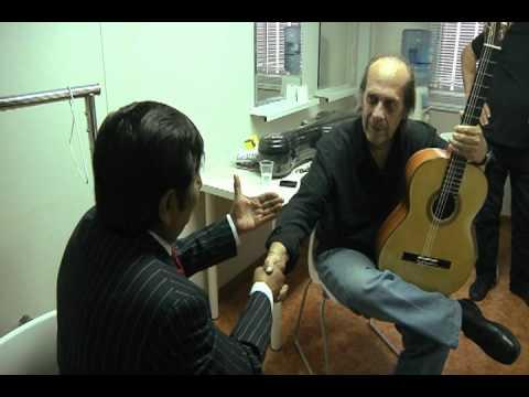 Hugo Chiliquinga entrega Guitarra a Paco de Lucía