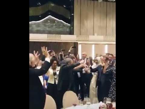 شاهد ماكرون وزوجته يرقصون على ايقاعات أغنية عيطة داودية