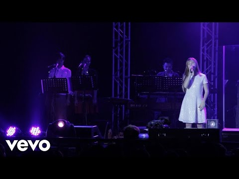 Connie Talbot - Beautiful World (live)