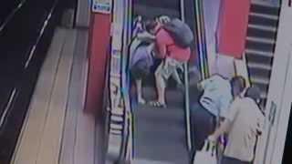 Žena se vjela na esklátor na vozíku